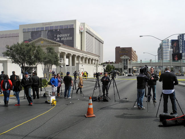 Nationale Medien nach einer nächtlichen Schießerei auf dem Strip - Las Vegas // © Sarah Geßner